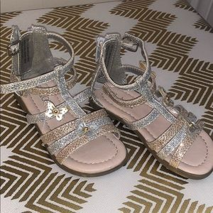 Butterfly sandals with zipper